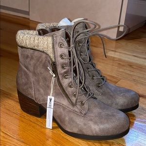 White mountain lace up bootie
